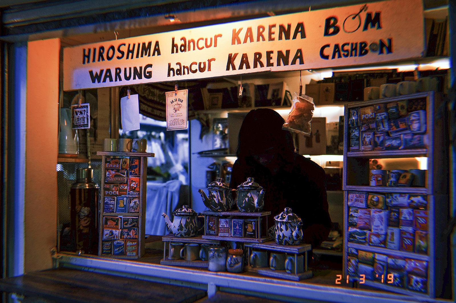 Ak Sa Bar: Tea Bar and Akasa Book Store